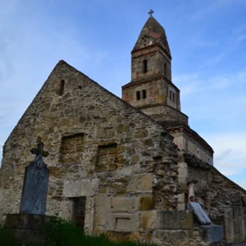 Biserica Densuș sau povestea celui mai vechi lăcaș de piatră din ţară