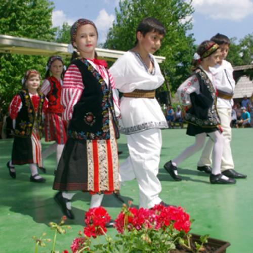 """""""Sărbătoarea pensiunilor, sărbătoarea margaretelor"""", la Muzeul Satului"""