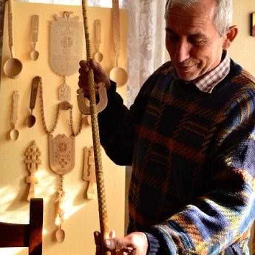 Meșterul popular Dan Gherasimescu face opere de artă din orice bucată de copac