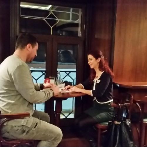 Speed dating: 13 întâlniri într-o oră și jumătate