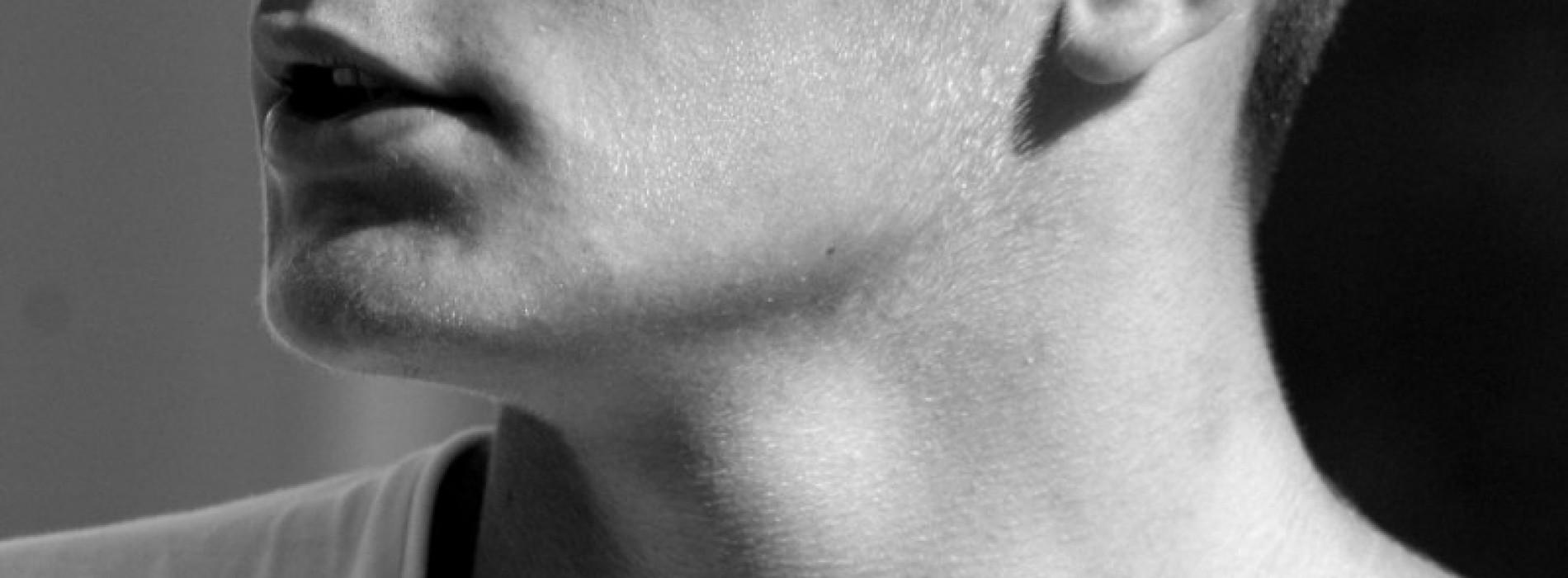 Poartă ochelari potriviți feței tale și cu filtru de radiații ultraviolete