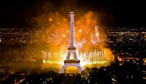 Bastille-Day-Paris-Fireworks-4 happybastilleday.com