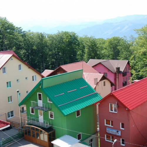 20 de artiști au pictat stațiunea Straja, la Vila Alpin