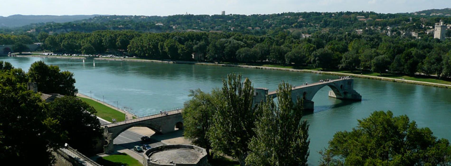 4-25 iulie, Sur le Pont d'Avignon…