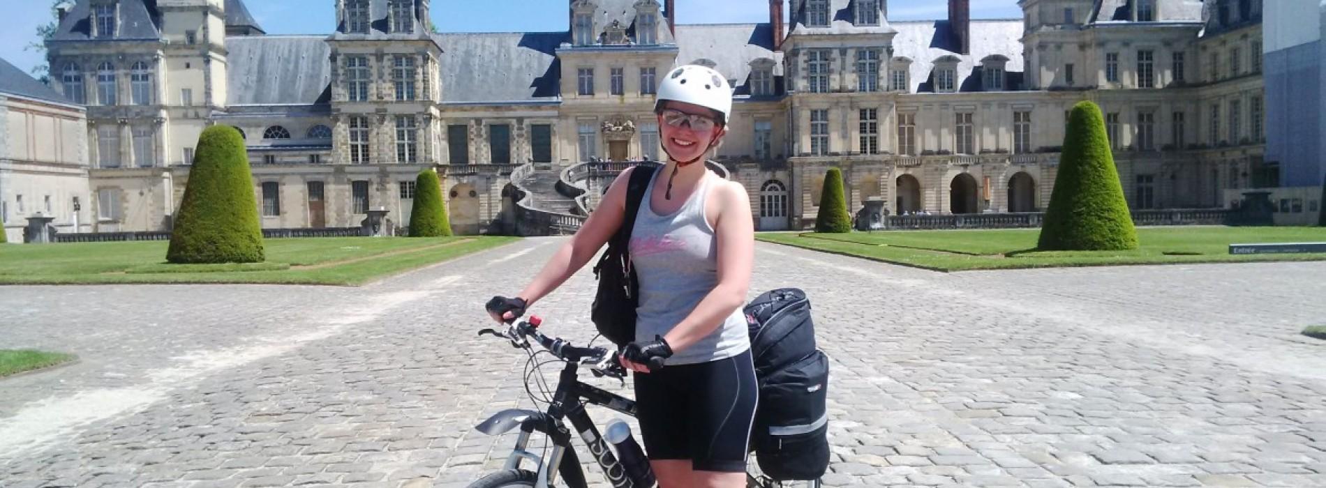 800 de kilometri, doar ea și bicicleta. Așa, pentru suflet