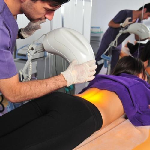 Turiștii își pot trata hernia de disc, fără operație, la Bio Ortoclinic