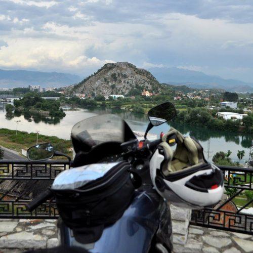 O fată și o motocicletă, 4.300 de kilometri prin Balcani: «Acum știu că pot!»