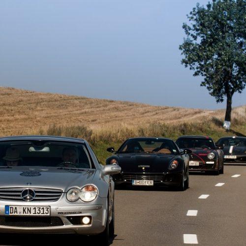 Ace Parade: expediție prin lume, în coloană de mașini