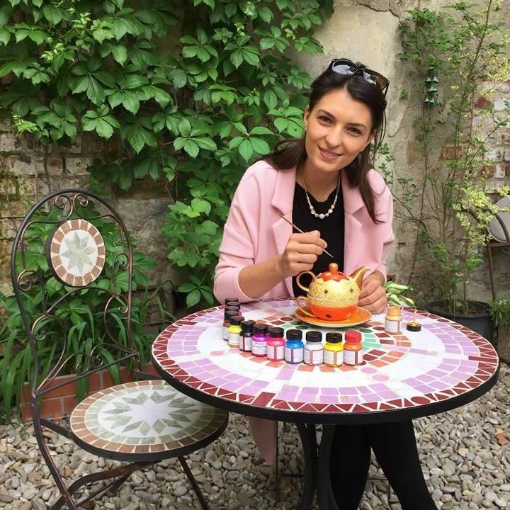 Ștefania Banea, artistul plastic care poate să deseneze pe orice