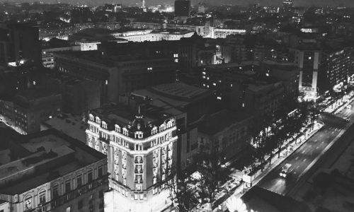O pasiune mai puțin obișnuită: se cazează la hotel, în propriile orașe