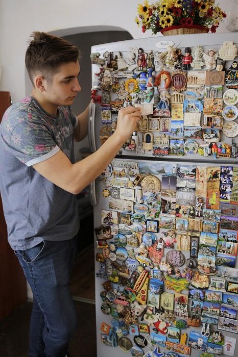 Colecții de prin călătorii: shot-uri, pliculețe de zahăr și stickere de pe banane