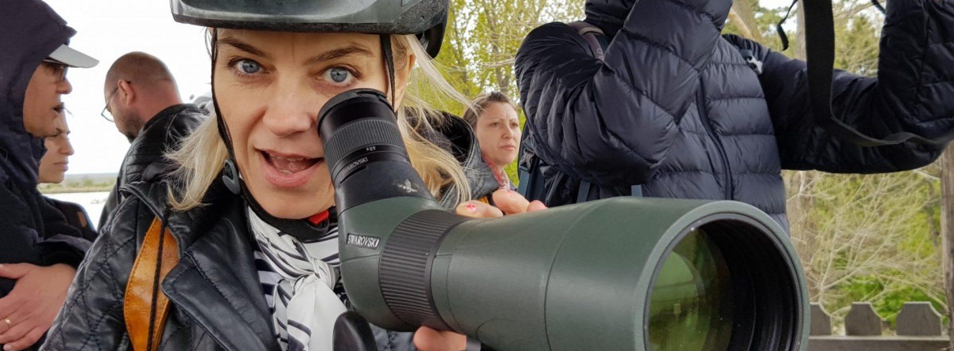 Vedeta TVR, Geanina Corondan, la pedale, printre cormoranii de la Ciocănești Dunăre