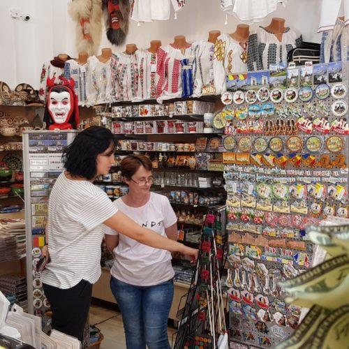 Vlad Țepeș și mitul Dracula fac furori printre străinii care trec pragul magazinelor de suvenire