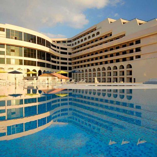 140 de români, Revelion 2020 de lux în hotelul vedetelor din Capitala Maltei
