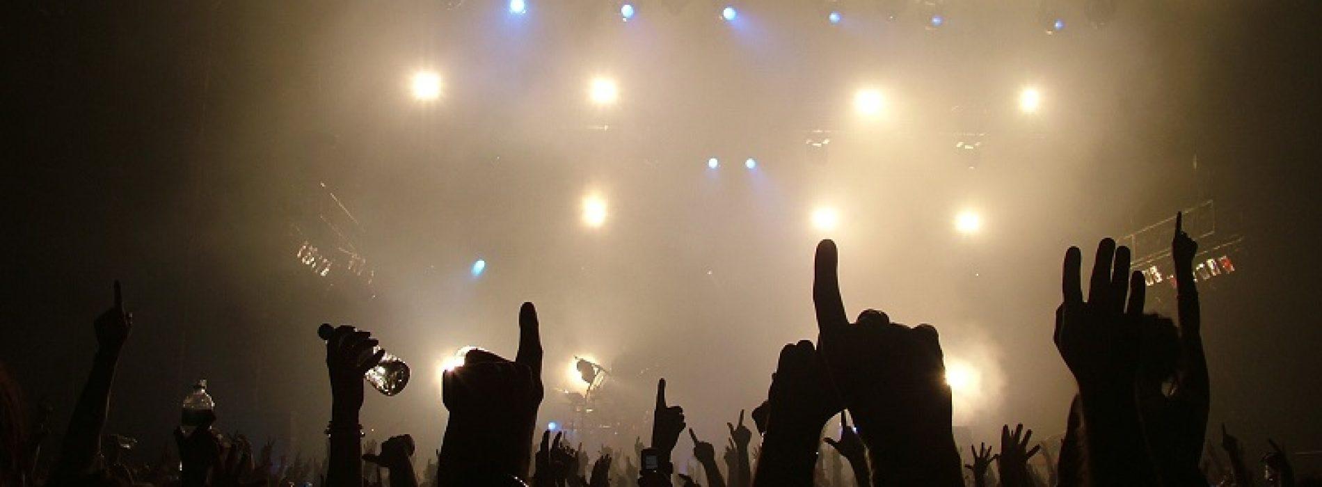 Noiembrie = petrecere! Artiștii vor umple sălile de concerte din toată țara