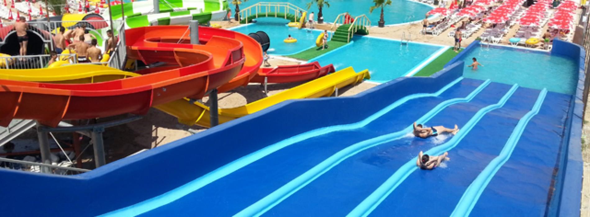 E rost de distracţie în parcul acvatic din Eforie Nord!